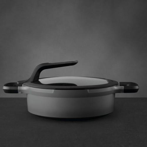 Сотейник с антиприг. покрытием Berghoff STAY COOL, с 2-мя ручками, серый, диам. 24 см, 3,3 л