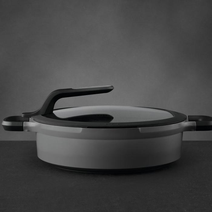 Сотейник с антиприг. покрытием Berghoff STAY COOL, с 2-мя ручками, серый, диам. 28 см, 4,6 л